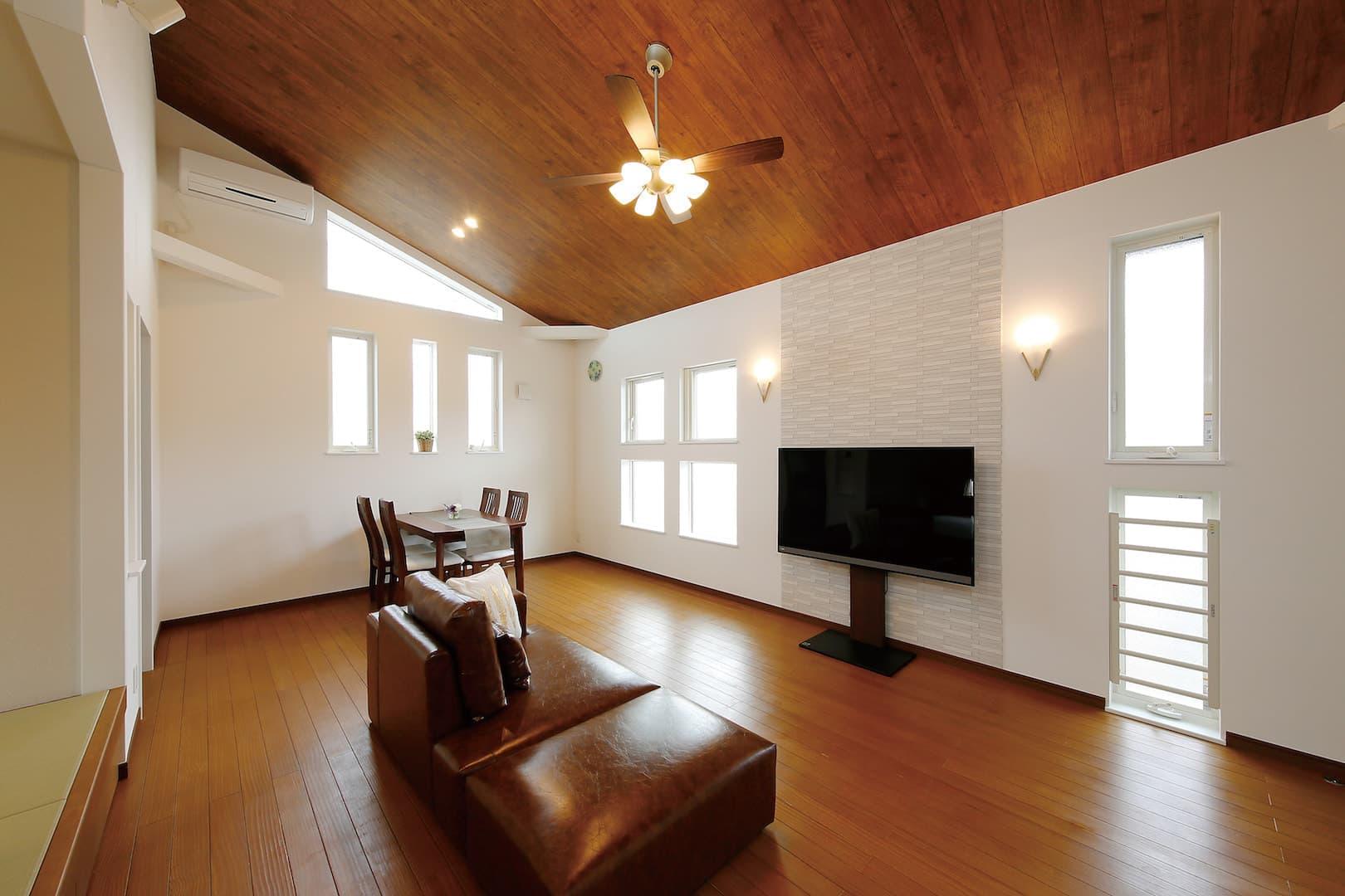 プロが解説|床に使用する木材の種類と無垢床のススメ《第1回:一般的な複合フローリング材と無垢床の違いとは!?》